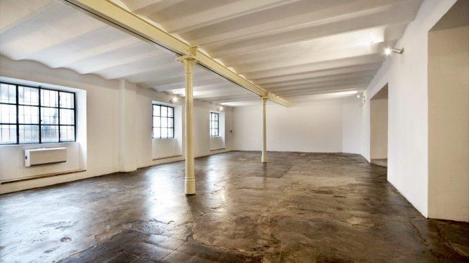 Interni della Fondazione Pastificio Cerere, dove sono messi in luce e valorizzati i pavimenti e colonnine in ghisa originali