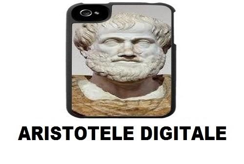 produzione e digitale per la rubrica Aristotele digitale, cover del telefono con immagine di busto antico in marmo di uomo barbuto