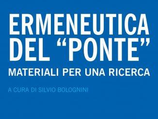La prima di copertina del testo Ermeneutica del ponte, titolo in bianco su sfondo blu chiaro.