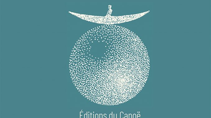 The picture represents the logo of Editions du Canoe. The logo consist of a stylized boat over a sphere, both composed by small white dots on a blue surface