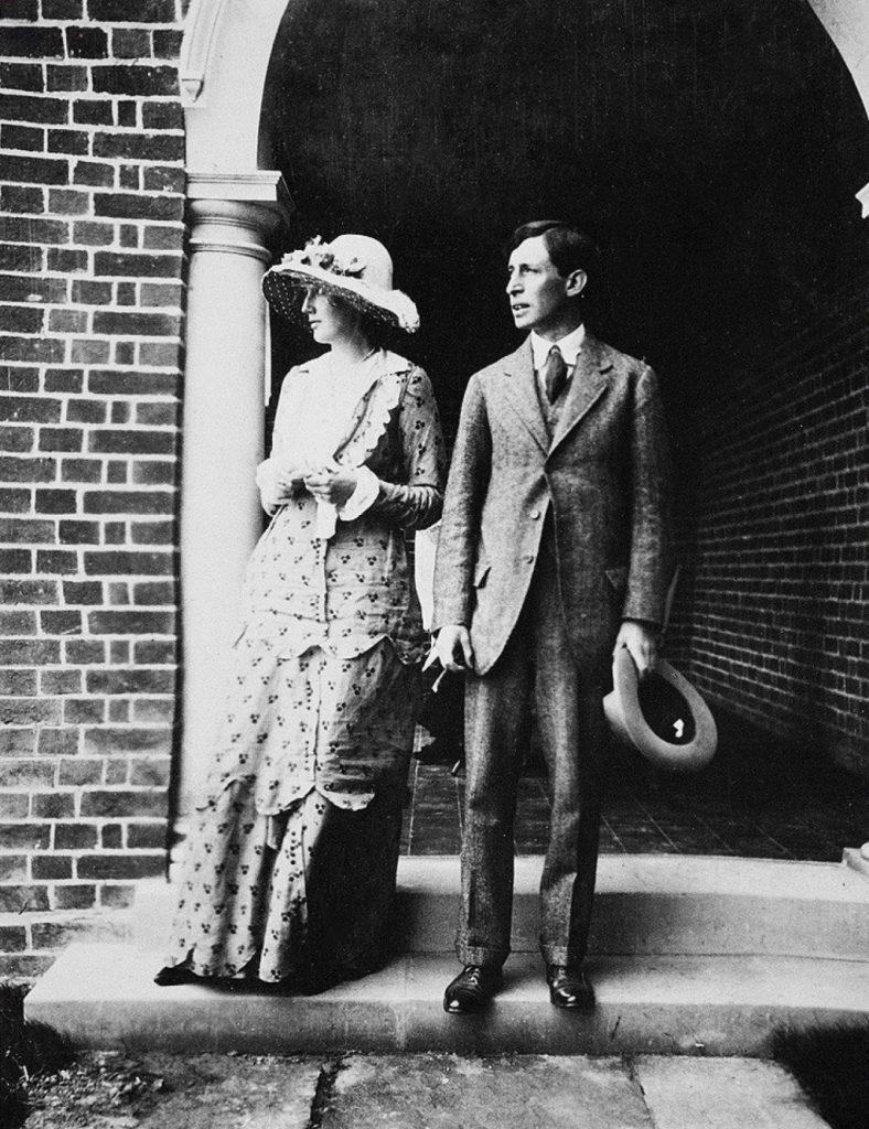 Malattia letteratura, riflessione su cultura e covid, foto d'epoca di scrittrice Virginia Woolf con marito