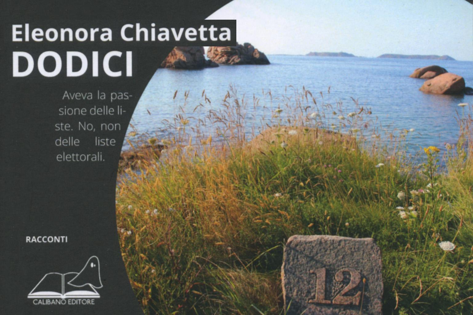 Piatto di copertina di Dodici, di Eleonora Chiavetta, una foto in cui il mare, sullo sfondo alcune isole, è visto da terra dal punto in cui in primo piano si vede un paracarro con il numero 12.