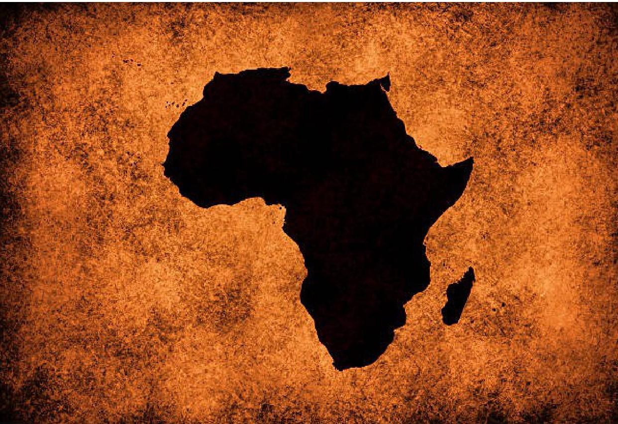nella foto a colori si vede una sagoma nera dell'Africa circondata dal colore marrone