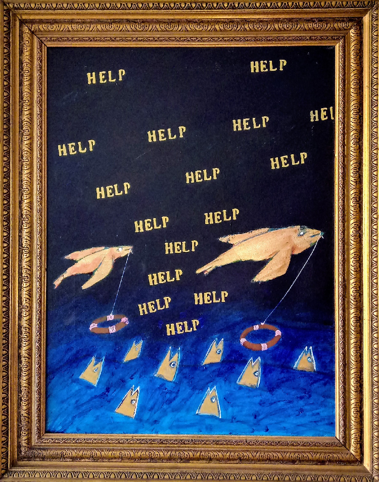 L'immagine mostra un'opera di Beppe Sabatino appartenente alla serie PESCIBAROCCHI. L'opera mostra due pesci volanti con in bocca un filo da cui pende un salvagente. Il mare sottostante è pieno di pesci che emergono con la testa, mentre il cielo scuro è pieno di numerose scritte HELP