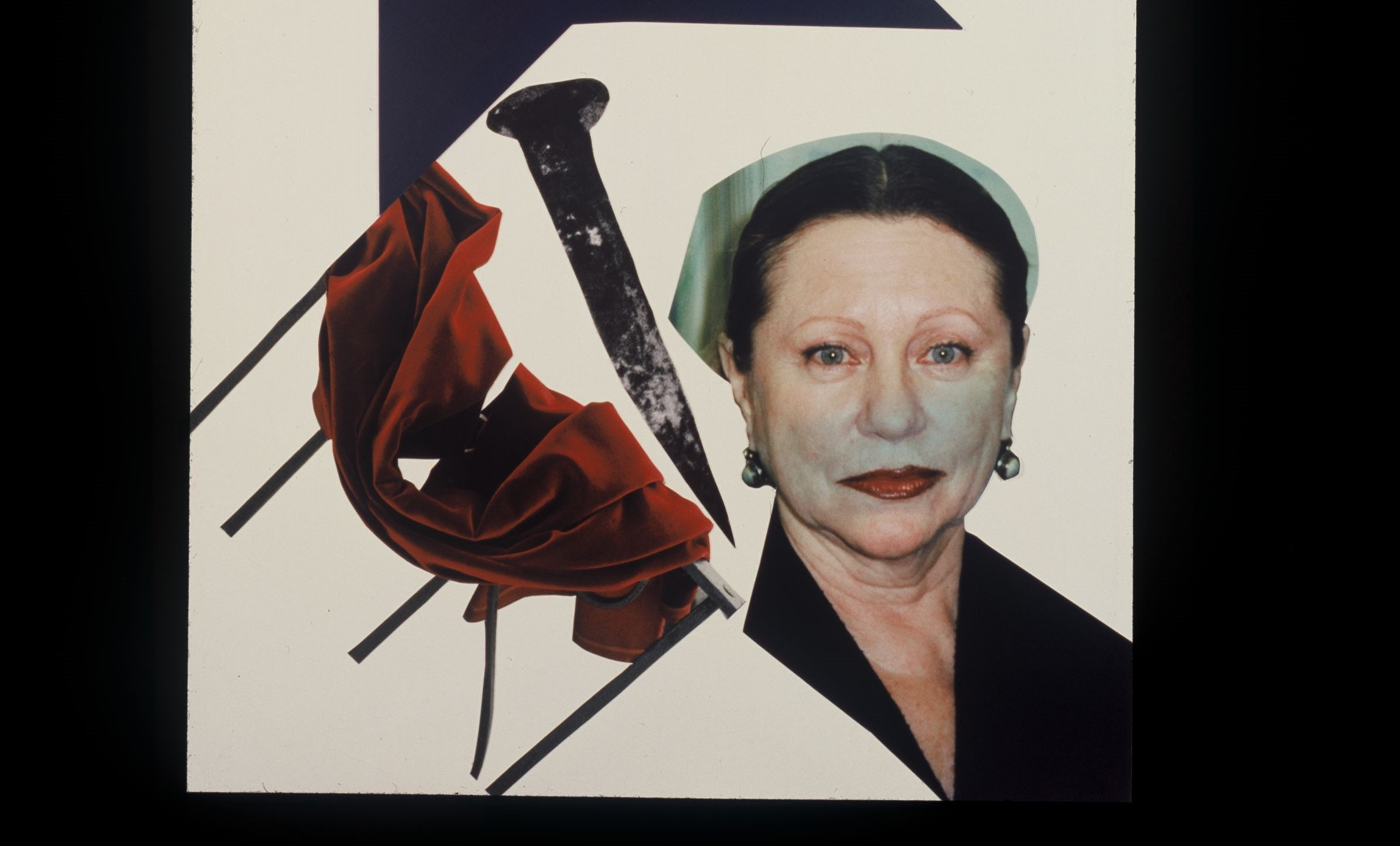 la foto mostra un collage a colori che ritrae l'artista Evelina Schatz con, a sinistra, un chiodo e un pezzo di stoffa rosso