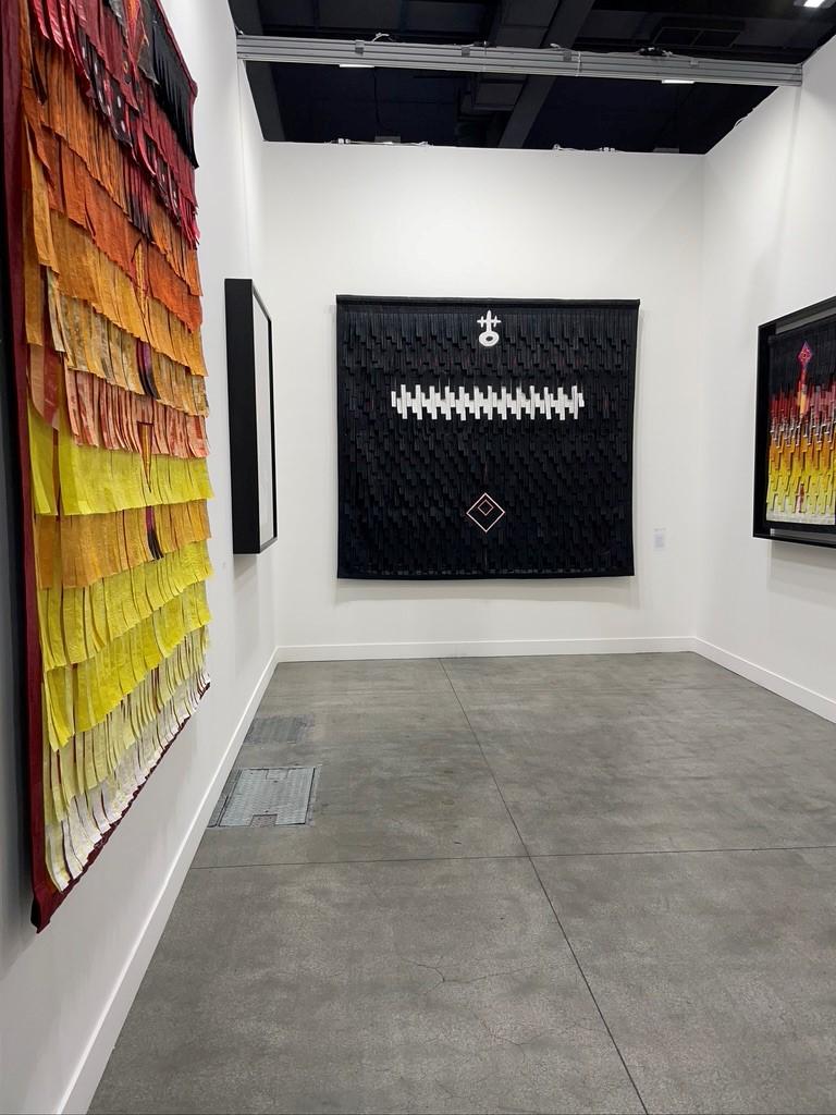 L'immagine mostra lo stand del Miart di Primo Marella Gallery, dove sono esposte le opere del mandingo Abdoulaye Konaté